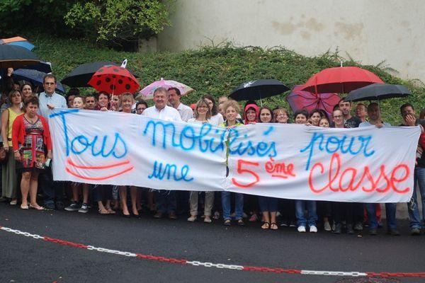 Les parents d'élèves et le maire d'Enval (63) réclament la création d'une cinquième classe.