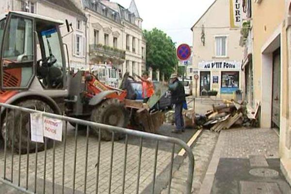 A Nemours, on déblait les commerces sinistrés par les inondations