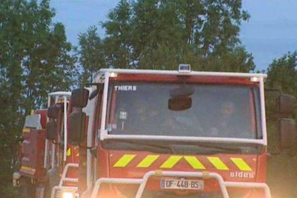 Parmi les renforts acheminés par le ministère de l'Intérieur pour épauler des pompiers épuisés, une colonne de plus de 60 pompiers d'Auvergne est partie sur le front du feu en Gironde.
