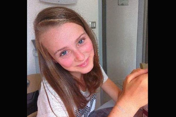 Emeline, 13 ans, est hospitalisée à Paris depuis février dernier