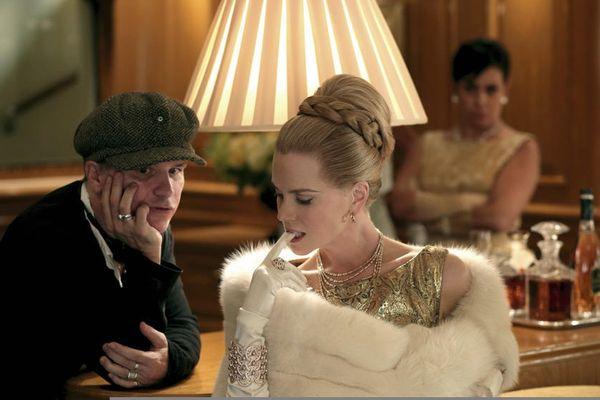 Nicole Kidman en gants blancs avec le réalisateur Olivier Dahan