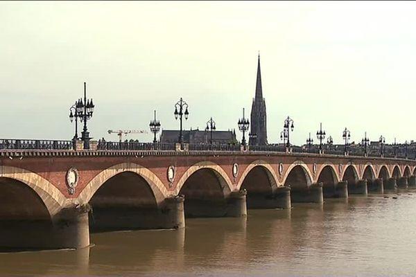 Pont de pierre de Bordeaux, inauguré en 1822