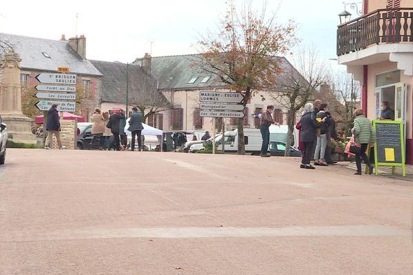Pendant les vacances de la Toussaint, le village de Quarré-les-Tombes a vu sa population augmenter avec la présence de nombreux Parisiens venus se mettre au vert.
