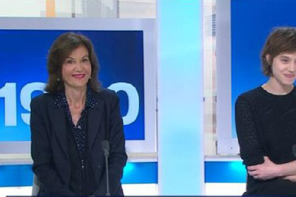 """Anne Fontaine, réalisatrice, et Lou de Laâge, comédienne, pour le film """"Les Innocentes""""."""