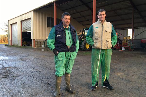 Romain et Guillaume Desbordes sont agriculteurs à Adriers, dans le sud Vienne. Ils produisent en agriculture conventionnelle, et observent avec intérêt leurs voisins qui pratiquent une agriculture bio ou en circuits courts.