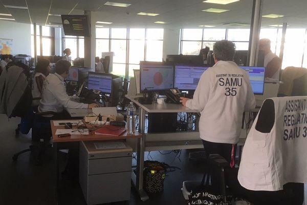 Le centre de régulation du SAMU 35 a enregistré 2,5 fois plus d'activités en quelques jours, au mois de mars 2020.