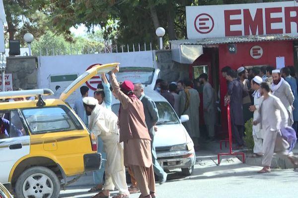 A Kaboul, la situation est confuse. La famille évite de sortir dans la rue et de se faire repérer