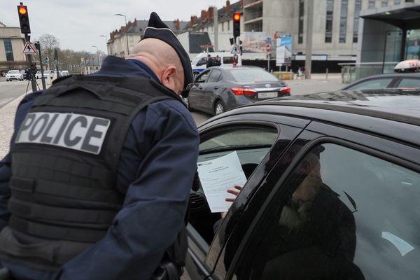 Une homme de 25 ans, résidant à Cournon-d'Auvergne (Puy-de-Dôme), doit être jugé en comparution immédiate, ce lundi 6 avril, par le tribunal correctionnel de Clermont-Ferrand pour non-respect du confinement. Photo d'illustration.