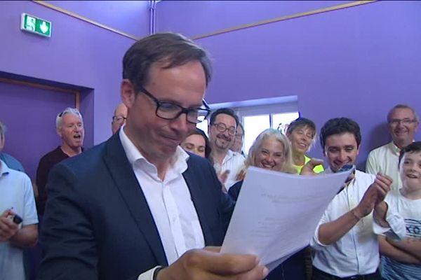 Bertrand Bouyx annonce les résultats de l'élection à ses soutiens ce dimanche soir