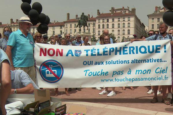 Les opposants à la télécabine déterminés à ne rien lâcher, appuyés par l'ancien maire Gérard Collomb