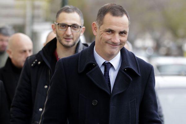 Marc Simeoni, précédé de son frère, Gilles.