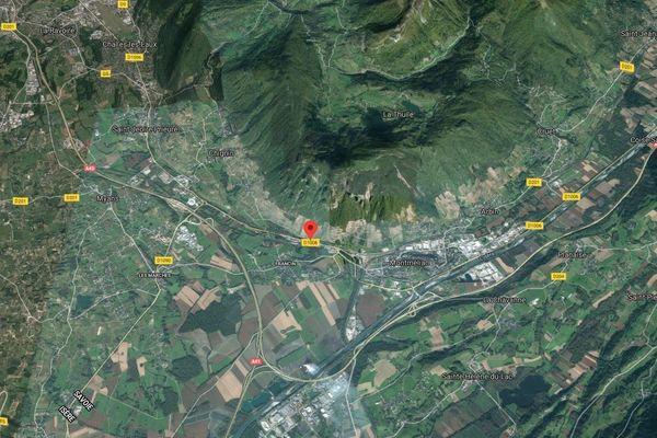 Le trentenaire a trouvé la mort dans une sortie de route à Chignin (Savoie).
