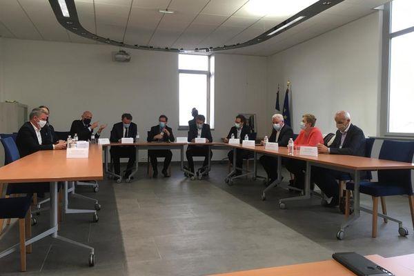 Conférence de presse des élus aveyronnais à la mairie d'Onet le château sur la situation et les annonces faites aux salariés de Bosch