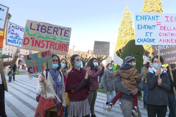 Mobilisation à Limoges pour l'éducation en famille