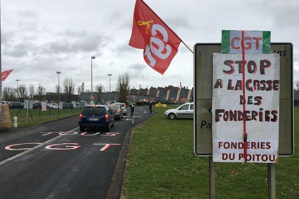 Des délégations venues de plusieurs villes de France pour soutenir les salariés de la fonderie Fonte.