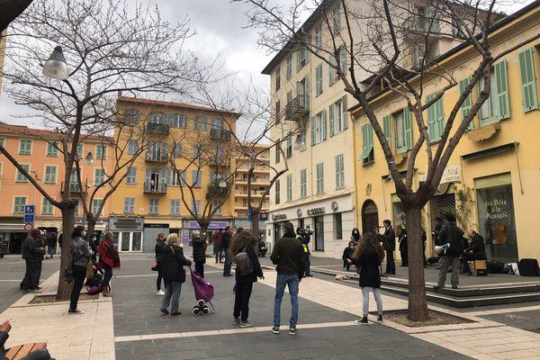 Quelques dizaines de personnes se sont rassemblées sur la place Pellegrini à Nice