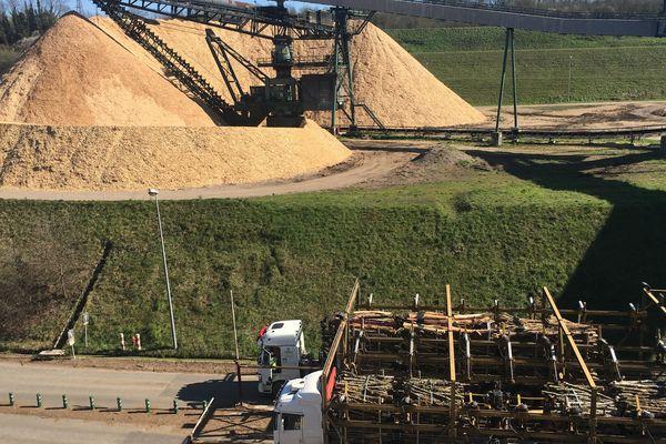 L'usine utilise 1,4 millions de tonnes de bois par an !...