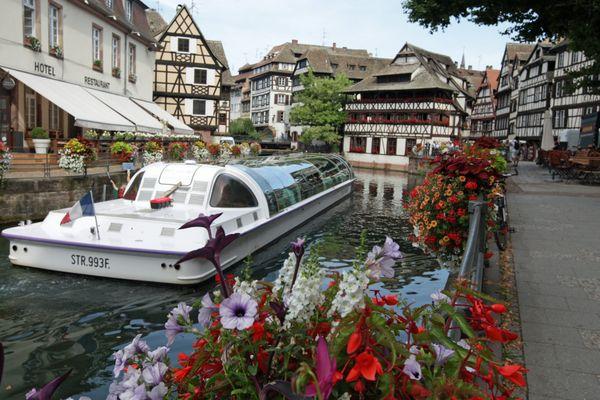 Les balades en bateau à Strasbourg reprennent aussi ce 19 mai.