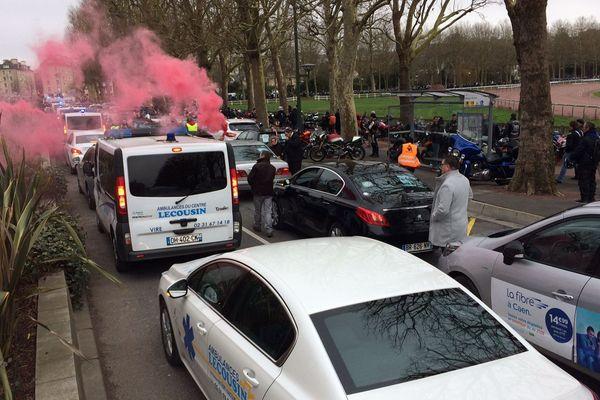 Les ambulanciers dans le cortège des motards en colère, ce samedi à Caen