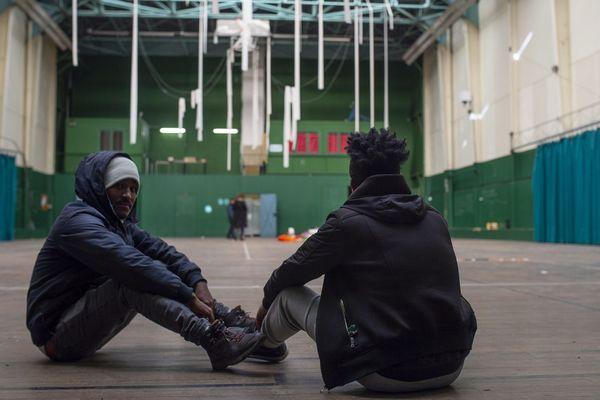 L'association de soutien aux migrants l'Autre Cantine occupe un immeuble de bureaux jouxtant le gymnase de la rue Moquechien à Nantes depuis le début du mois de février 2020