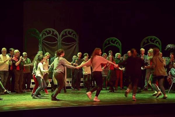 À Dinan, élèves et professeurs du conservatoire de Dinan, en répétition au théâtre des Jacobins.
