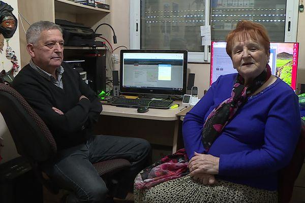 Sauvian (Hérault) - Rosette et François Belmonte aident à trouver des rendez-vous pour se faire vacciner - avril 2021.