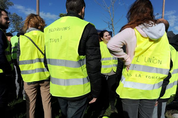 Les gilets jaunes, mouvement de colère citoyen contre la hausse du prix des carburants