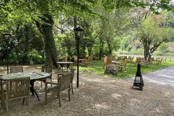 A quelques jours de la réouverture de la terrasse ombragée de la Malate, au bord du Doubs.