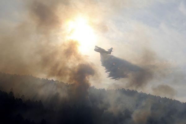 ILLUSTRATION - Un Canadair en intervention en 2020 en Core-du-Sud.