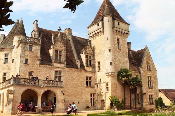 Âgé de plus de 500 ans, le château des Milandes est aujourd'hui célèbre pour avoir hébergé Joséphine Baker pendant des décennies. Il possède néanmoins sa propre histoire