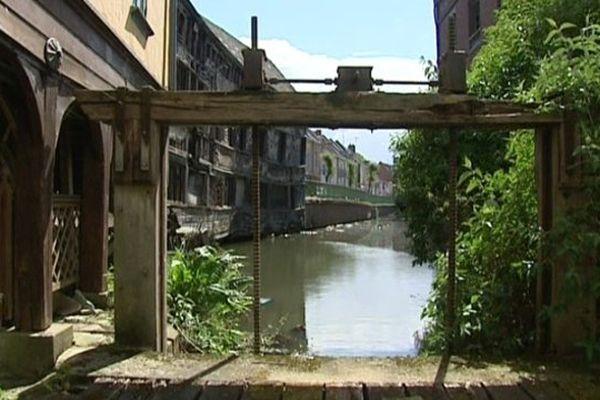 Le moulin Passe-Avant est situé dans le quartier Saint-Leu, à Amiens