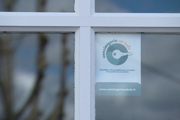 Affiche de Conciergerie en Baie, le site créé par Justine Fallet à Saint-Valery-sur-Somme