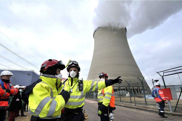 Archives 28/01/2015. Exercice des Forces Rapides d'Action Nucléaire à la centrale de Belleville-sur-Loire dans le Cher.