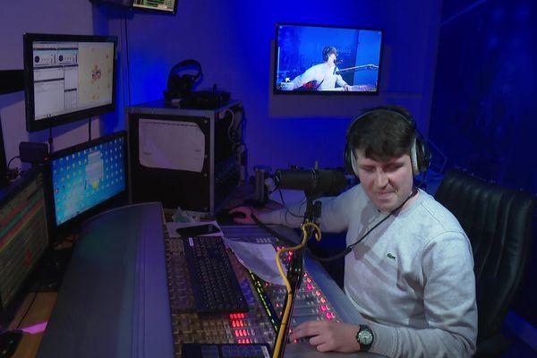 L''équipe a battu le record de durée d'une émission de radio talk-show en direct.