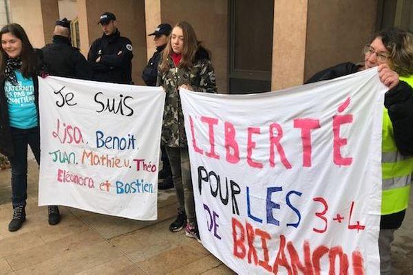 Une Italienne, un Suisse, un Belgo-suisse et quatre Français, âgés entre 22 et 52 ans sont suspectés d'avoir permis l'entrée de migrants fin avril 2018.
