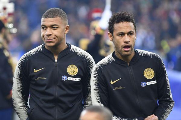 Les attaquants du Paris Saint-Germain Kylian Mbappe et Neymar après leur défaite en finale de Coupe de France face au Stade Rennais - 27/04/2019