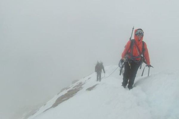 Catherine et Fabienne avaient atteint le sommet dans le brouillard. Mais les conditions de neige étaient bonnes à plus de 4000 mètres.