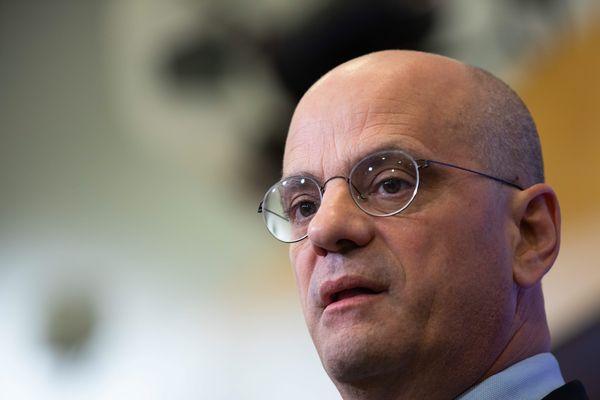 Le ministre de l'Éducation nationale Jean-Michel Blanquer promet d'autres fermetures à venir.