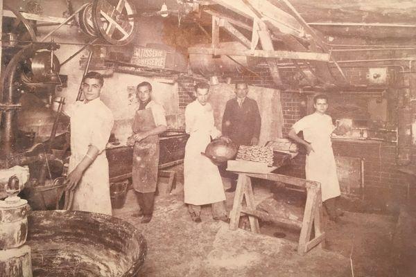 """""""Au nom du pain"""" - A gauche, le grand-père de la réalisatrice, alors apprenti à 13 ans dans le fournil d'un cousin piémontais"""