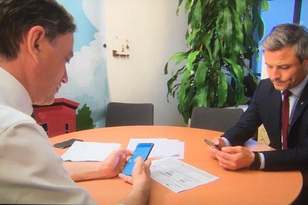 Alain Fontanel et Jean-Philippe Vetter (liste LREM-LR) au neuvième étage du Centre administratif, alors que Jeanne Barseghian arrive en tête du second tour des municipales à Strasbourg, le 28 juin 2020