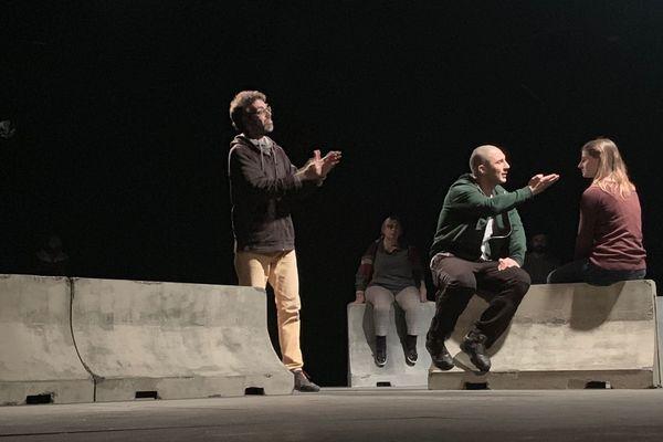 """Dans """"Mes poings sur les i"""", au théâtre Jean Vilar de Montpellier, Soufyan Heutte interprète un texte adapté de son propre roman"""