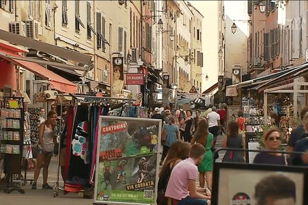 La ville d'Ajaccio prône la diversité des enseignes pour pérenniser les petits commerces du centre-ville.