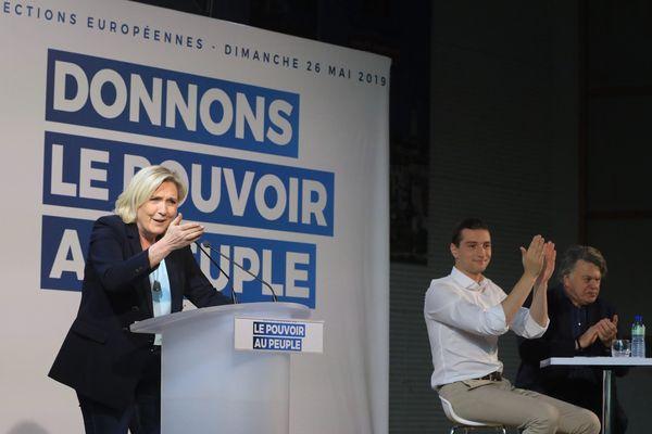 Marine Le Pen en meeting vendredi 10 mai à Draguignan (Var) avec Jordan Bardella (tête de liste pour les européennes) et Gilbert Collard.