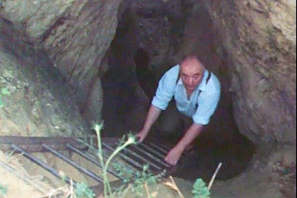 Déployant d'énormes quantité d'énergie pour découvrir l'autre entrée de Lascaux, Roger Constant mettra au jour d'autres trésors, donc un squelette néandertalien exceptionnel