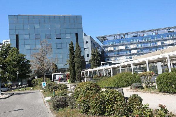 Drôme - A l'hôpital de Valence, les syndicats dénoncent une situation à risque après un décès en zone Covid vendredi 2 octobre 2020 - illustration archive