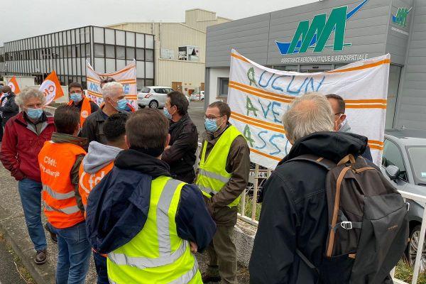A l'appel de la CFDT les personnels avaient manifesté devant le site de AAA à Toulouse le 6 octobre dernier : 241 emplois vont y être supprimés.