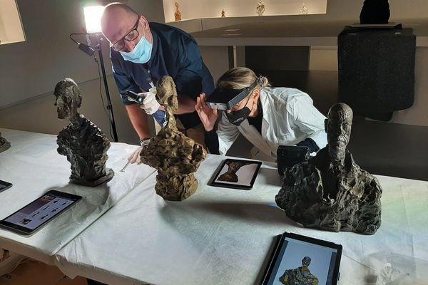 Chaque pièce est inspectée par un membre de la Fondation Giacometti qui prête ces œuvres.