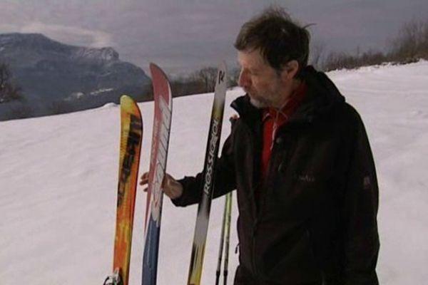 Le ski de randonnée nordique (au milieu)