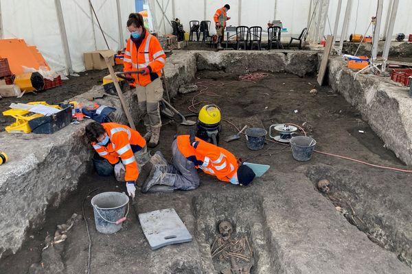 Sur le terrain chaque indice fat avancer la connaissance des archéologues.