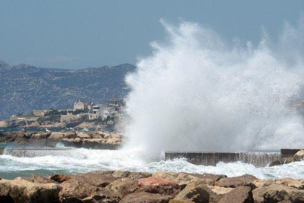 Des vagues de 4 mètres de haut sont attendues ce lundi dans le Var